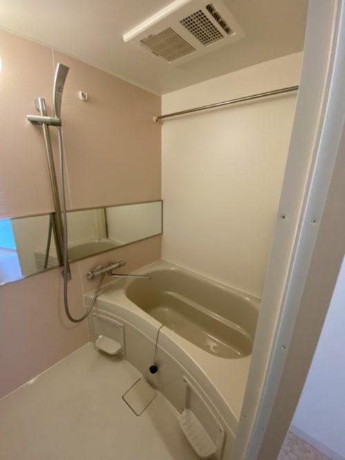 浴室、冷暖房換気乾燥機付き!(風呂)