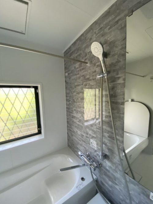 浴室、冷暖房換気乾燥機付き、窓もあり(風呂)