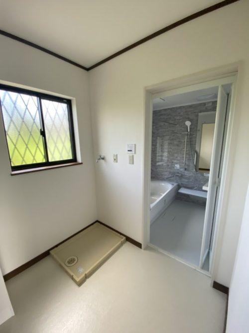 洗面所と浴室、水廻りに嬉しい窓付き!(内装)