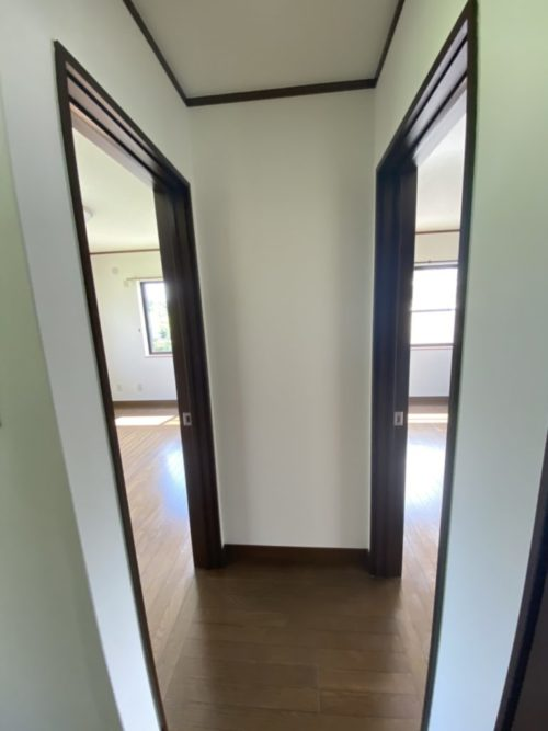 2階南側と北側に居室有。子供部屋に最適。