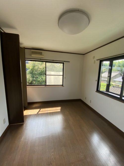 2階北側居室、雨戸も有。(内装)