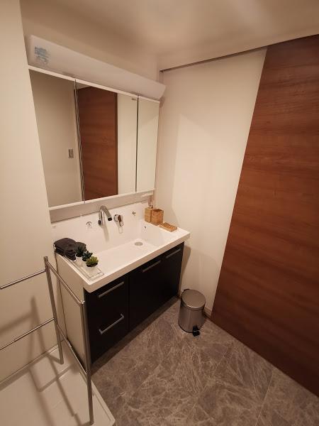カラーは3タイプ、こちらは、重厚感あるダーク系住戸の洗面化粧台!