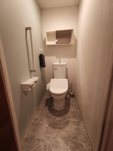 トイレは全住戸同じ色調と設備です